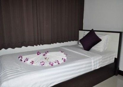 At Buasri Hotel