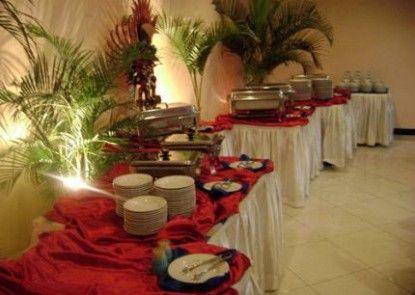 Atrium Resort and Hotel Purwokerto Makan Prasmanan