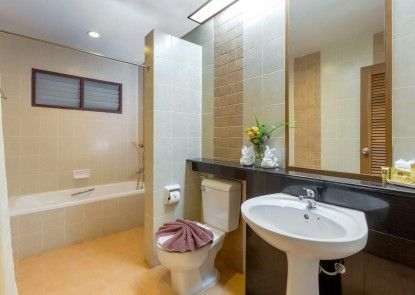 Au Thong Residence