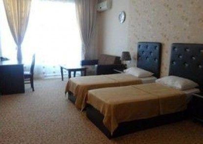 Avand Hotel