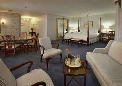 Avon Old Farms Hotel