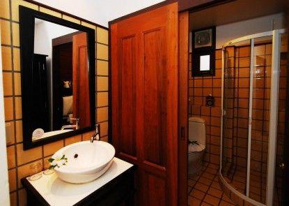 Baan Amphawa Resort & Spa