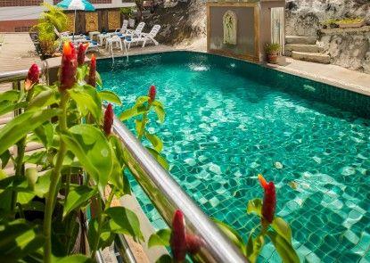 Baan Veerakit Guesthouse Kolam Renang