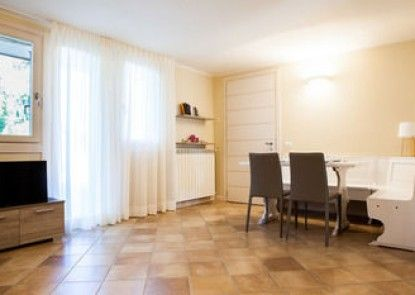 Baita Fiorita Halldis Apartments