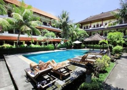 Bakung Sari Hotel Kolam Renang