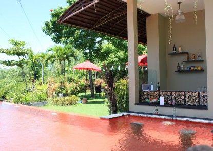 Bali Le Mare Bar Tepi Kolam