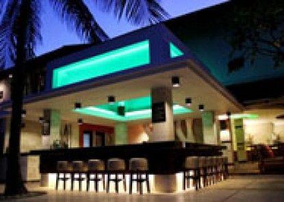 Bali Rani Hotel Bar Tepi Kolam