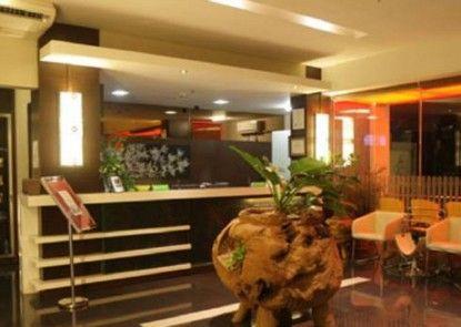 Bamboo Inn Hotel & Cafe Lobby