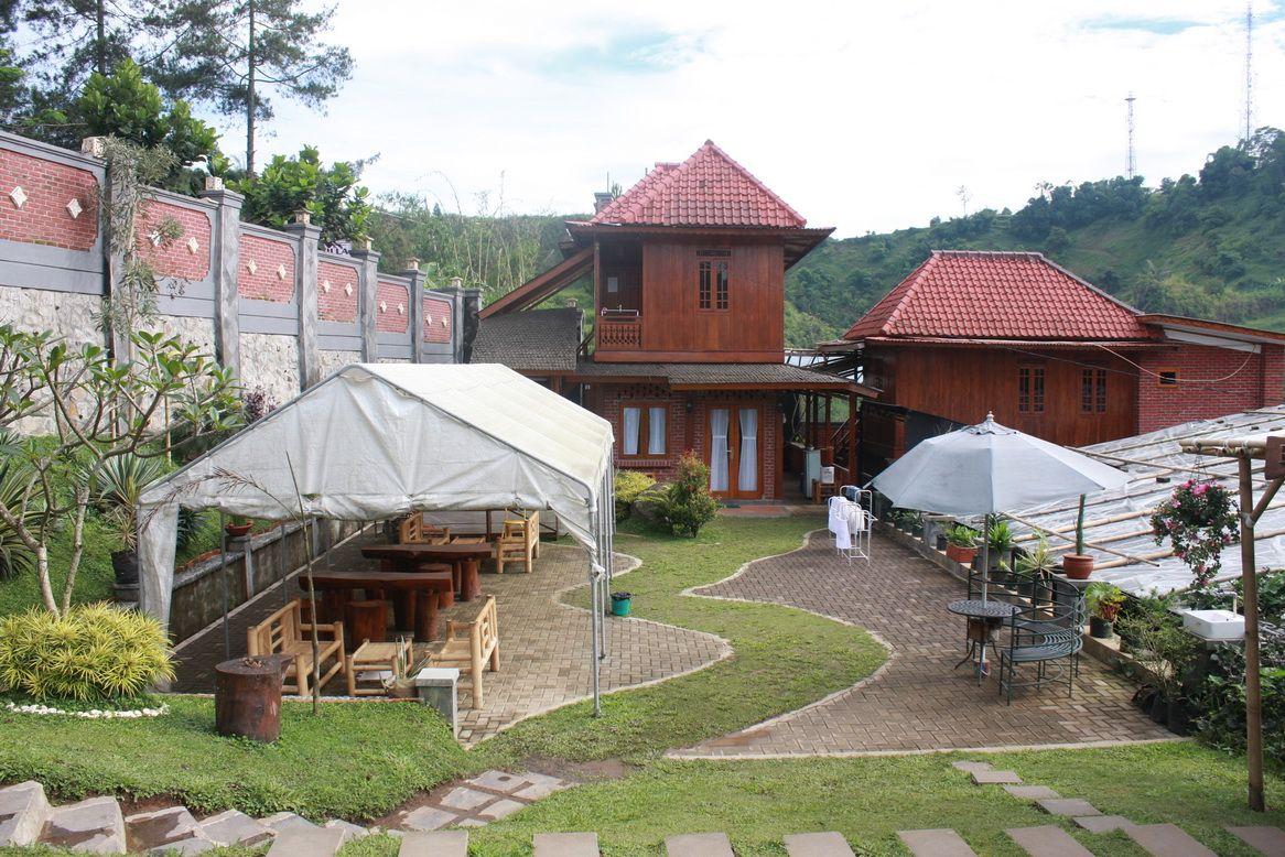 Bantal Guling Villa Lembang, Bandung