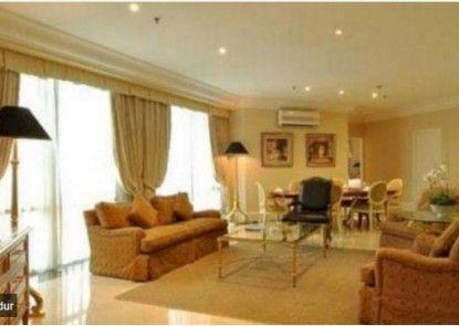 Batavia Apartments Service Residence Teras