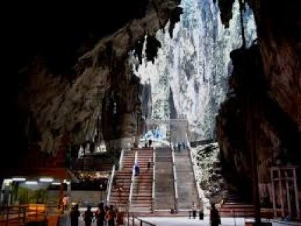 Batu Caves, Royal Selangor Pewter, and Batik Outlet Private Tour