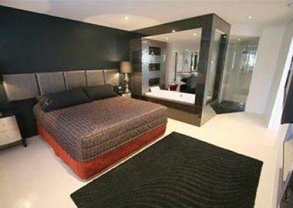 Bay Royal Apartments Teras
