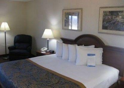Baymont Inn and Suites Dowagiac/Niles, MI Teras
