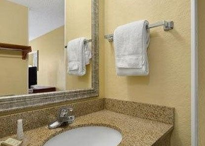 Baymont Inn and Suites Gainesville Teras