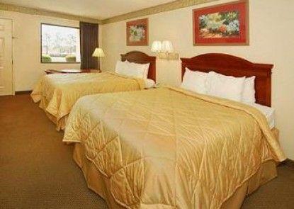Baymont Inn and Suites McDonough Teras