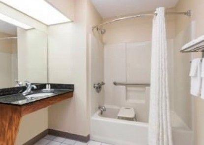 Baymont Inn and Suites Waycross, GA