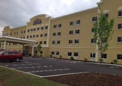 Baymont Inn & Suites Erie
