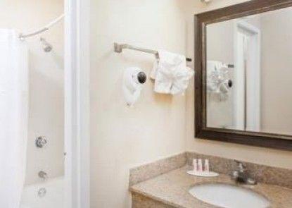 Baymont Inn & Suites Peoria