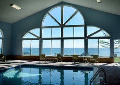Baymont Inn & Suites St. Ignace Lakefront