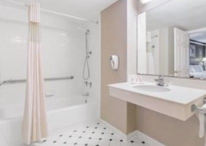 Baymont Inn & Suites Tallahassee Central