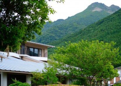 Benikea Yufuin Kinrinko Hotel Museum