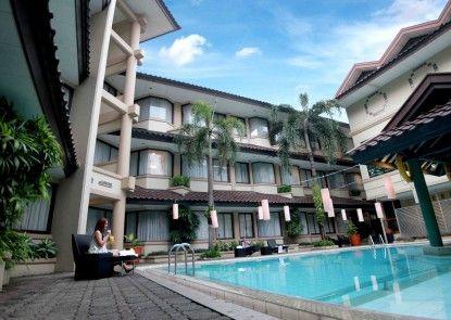 Bentani Hotel & Residence Kolam Renang