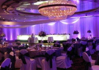 Best Western Genetti Hotel & Conference Center Teras