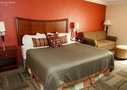 Best Western Plus Crossroads Inn & Conference Center Teras