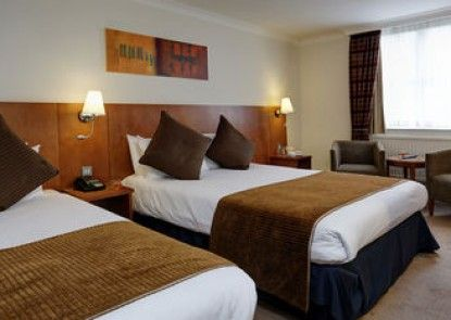 Best Western Plus Reading Moat House Hotel