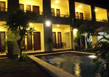 Grand Bimasena Hostel Teras