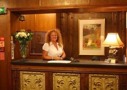 Birch Hotel Teras