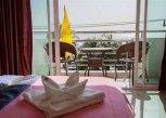 Pesan Kamar Seaview Room di Bird Hotel