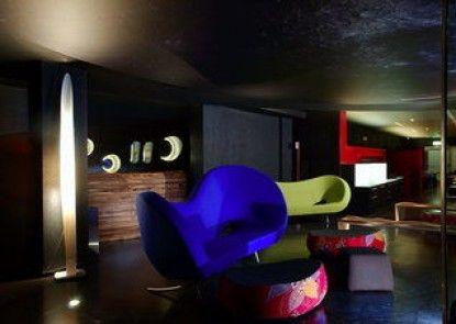 Black Hotel