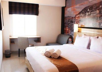 Hotel Bliss Soetta Semarang Teras