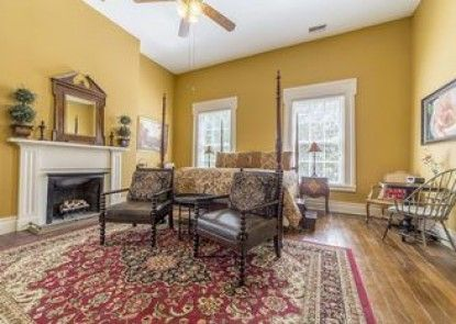 Bourbon Manor Bed and Breakfast