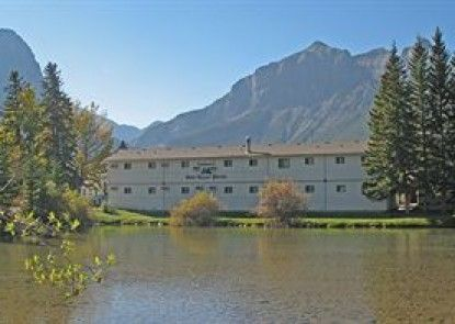 Bow Valley Motel