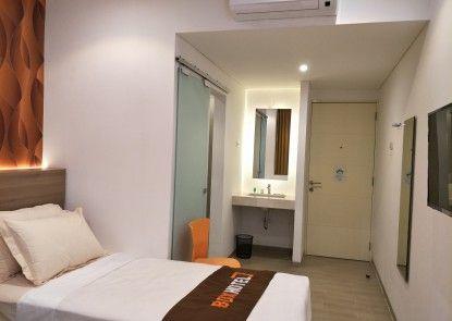 Box Hotel Surabaya Teras