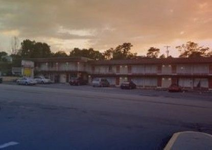 Breezwood Motel