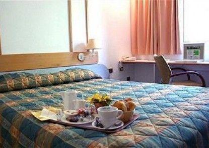 Brit Hotel Les Colonnes