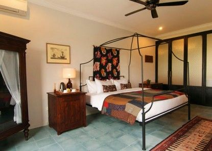 Brown Feather Hotel Teras