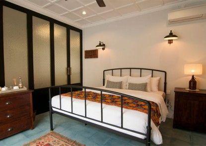 Brown Feather Hotel Kamar Tamu