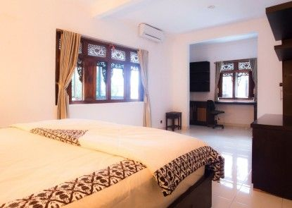 BROWN JAVANESE GUEST HOUSE Teras