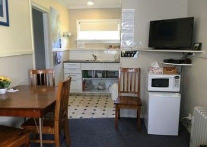 Burkes Pass Accommodation and Gallery