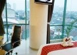 Pesan Kamar Business Queen Room di Business Hotel Tomang