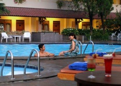 Cakra Kembang Hotel Kolam Renang