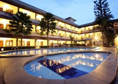 Cakra Kembang Hotel Pintu Masuk
