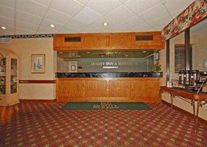 Camden West Inn & Suites Teras
