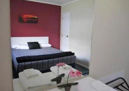 Camellia Court Motel