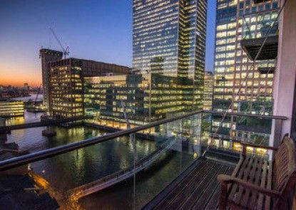 Canary Wharf River View Apartments