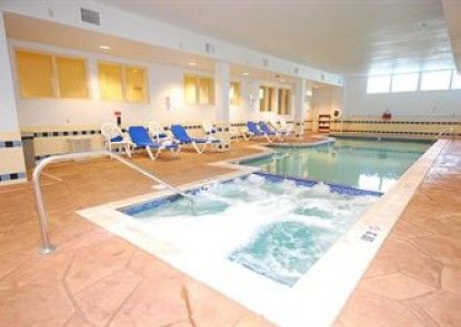 Candlewood Suites West Springfield Teras